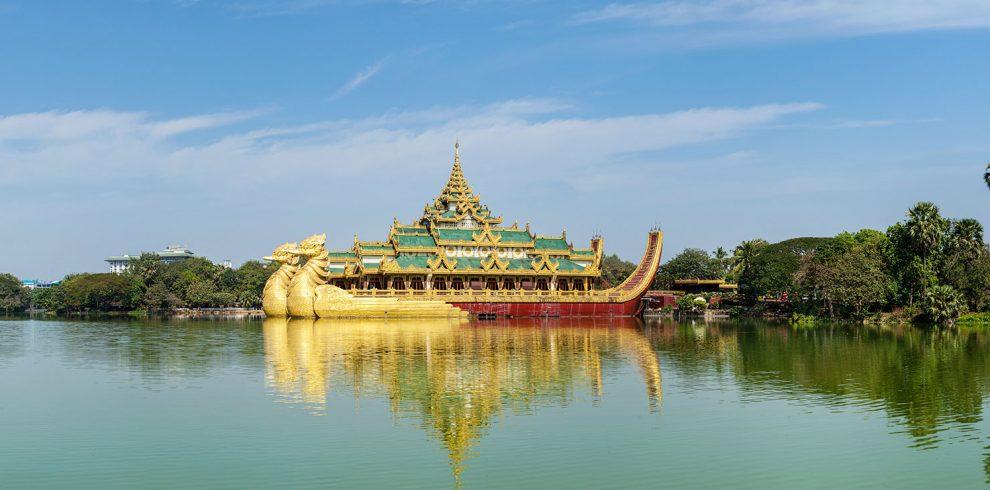 Panorama-of-Karaweik-replica-of-a-Burmese-royal-barge-and-Kandawgyi-Lake-Yangon-Myanmar-Burma